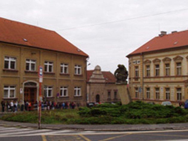 Jedna z budov stávající základní školy v Unhošti