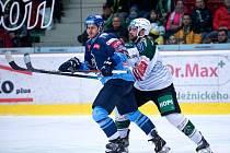 Karlovy Vary - Kladno 3:1.  Vlevo David Stach