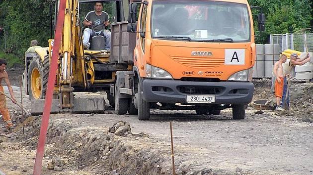 První etapa opravy ulice Železničářů v Kladně by měla být hotovva do konce srpna.