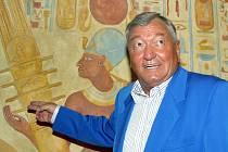 PODLE ERICHA VON DÄNIKENA jsou uvnitř Cheopsovy pyramidy ukryty knihy. Více se dozvíte při přednášce Tajemný Egypt, s níž známý švýcarský spisovatel a záhadolog přijede do Kladna ve středu 16. května.