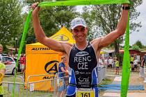 Tomáš Řenč v cíli Hopman triatlonu.
