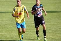 SK Kladno - Slovan Varnsdorf. Nová posila Kladna z Ostravy - stoper Radek Coufal (vpravo)