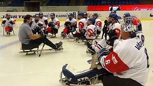 Jágr si vyzkoušel s národním týmem  para hokej