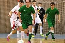 Tahákem devatenáctého divizního kola bylo slánské derby mezi Hraslem a Čechií, které přineslo překvapivou porážku v tabulce výše postaveným domácím.