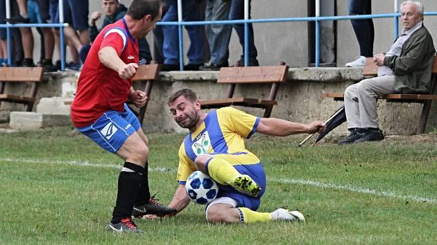 Memoriál L. Oliče v Bratronicích vyhráli domácí / Momentky z utkání Bratronic se Sýkořicí / 10. 8. 2019
