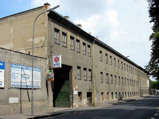 Někdejší spodní závod ČKD Tatra Slaný, tato průmyslová zóna by se mohla co nevidět proměnit v obchodní centrum.