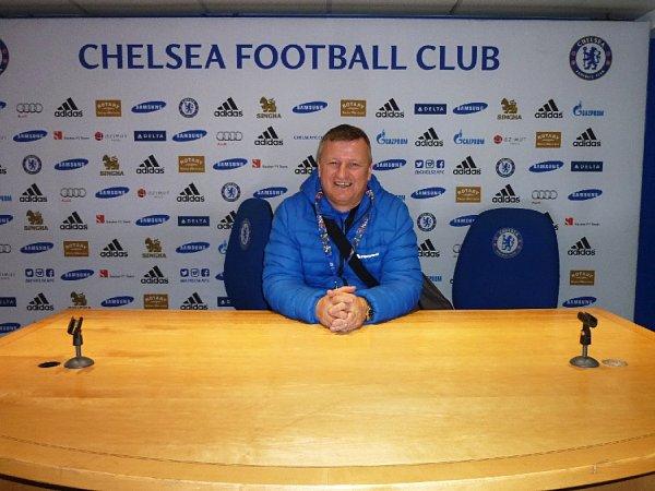 Jaroslav Hrubeš vtiskové středisku Chelsea, kde hodnotí zápasy třeba Jose Mourinho.