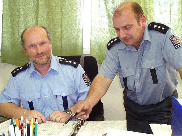 Vedení policie ve Slaném odchází. Vedoucí Milan Krupka (vlevo), stejně jako jeho zástupce Jaroslav Žák se shodují v tom, že už jsou z negativní kampaně proti policii unaveni.