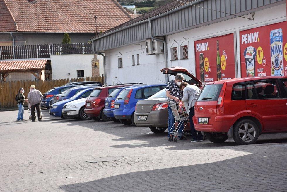 Obchoďáky praskají ve švech i na Kladensku.