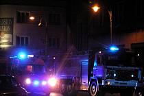 Při nočním nedělním požáru ve Slaném zahynula žena.