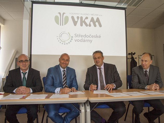 Podpis smlouvy o koupi třetinového podílu společností Vodárny Kladno - Mělník od společnosti Středočeské vodárny, a.s. (SVAS).