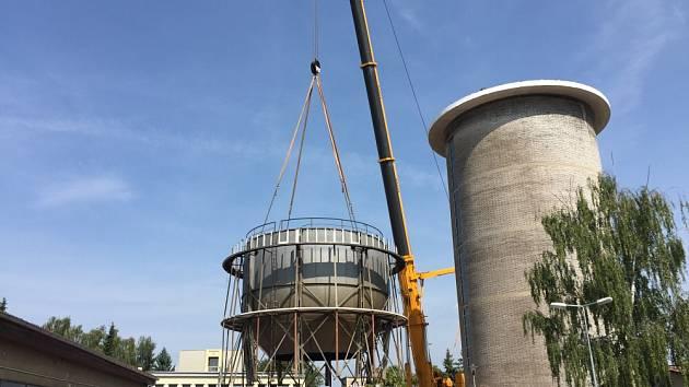 Demontáž kladenského vodojemu. Snímání nádrže na vodu. Tu do dvou let nahradí nový dispečink, konferenční sál a vyhlídka.