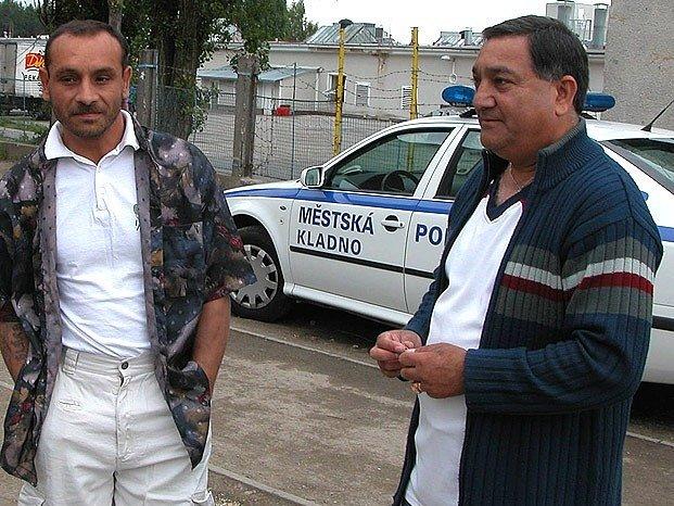 Anton Lukáč (vpravo) je zaměstnancem kladenského magistrátu. Jeho prací je usnadňovat soužití obyvatel města s národnostními menšinami.