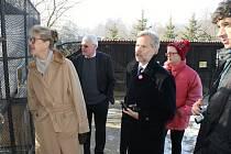 NORSKÁ velvyslankyně Siri Ellen Sletner na Čabárně (vlevo na snímku