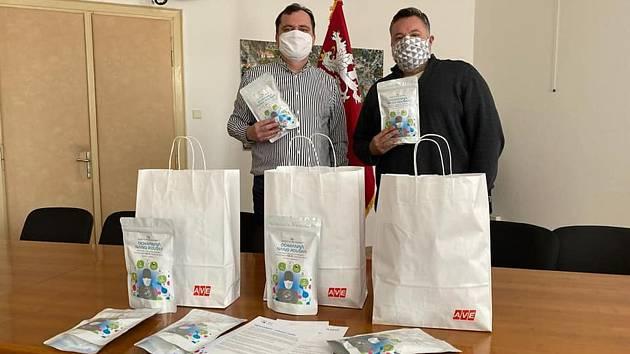 Pečovatelky ve Slaném dostaly od AVE nanoroušky.