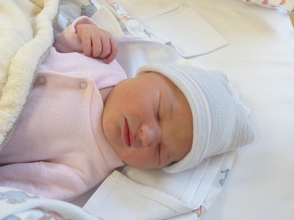 Anna Barochová se narodila 2. ledna 2021 v kolínské porodnici, vážila 4105 g a měřila 50 cm. Do Bělušic si ji odvezl bráška Lukášek (3) a rodiče Michaela a Lukáš.