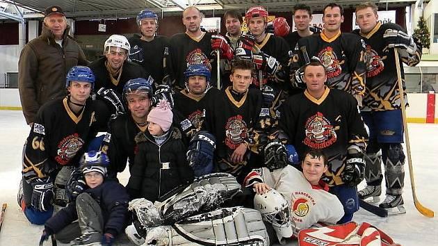Hokejové loučení Tuchlovic s rokem 2011. Tým hráčů
