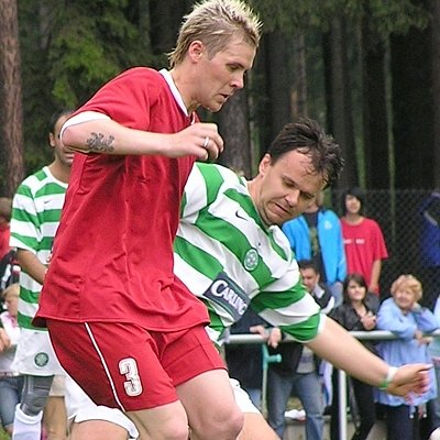 Fotbalisté Lhoty ukončí ve středu sezonu. Na snímku v zeleném dresu zkušený Frýdl.