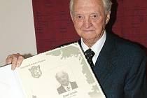 V loňském roce zastupitelstvo Kladna udělilo Josefu Lesákovi čestné občanství.