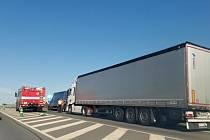 Na obchvatu Slaného se srazil kamion s dodávkou.