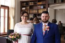 Snoubenci si řekli své ANO ve studovně vědecké knihovny.