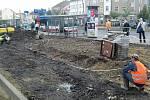 Budová nových chodníků na náměstí Svobody v Kladně.