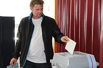 V Lánech se volilo v místní základní škole, kde se nacházely dvě volební místnosti.