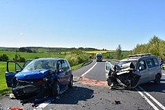 V pondělí krátce před patnáctou hodinou se na velmi frekventované komunikaci I/7 ve směru ze Slaného do Loun stala za obcí Lotouš vážná dopravní nehoda.