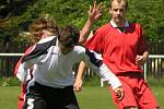 Tři góly Tuchlovic vstřelil Martin Fitko (vpravo).