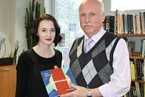 Luboš Veverka spolu s ilustrátorkou knihy Kateřinou Buriánkovou.