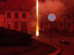 Novoroční ohňostroj ve Slaném zaplnil tradičně prvního ledna v 18 hodin.