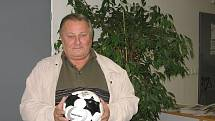 František  Běhounek zastává čestnou funci předsedy Okresního fotbalového svazu Kladno.
