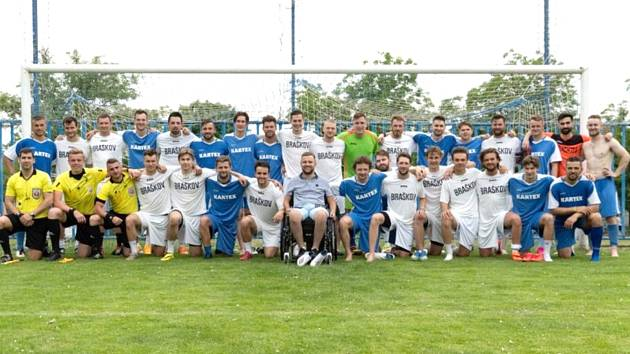 Čtvrtý ročník akce Hokejky na pažitu se konal opět v Braškově.