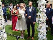 Po patnáctileté známosti si fotbalista Tomáš Tichý vzal přítelkyni Elišku za manželku.