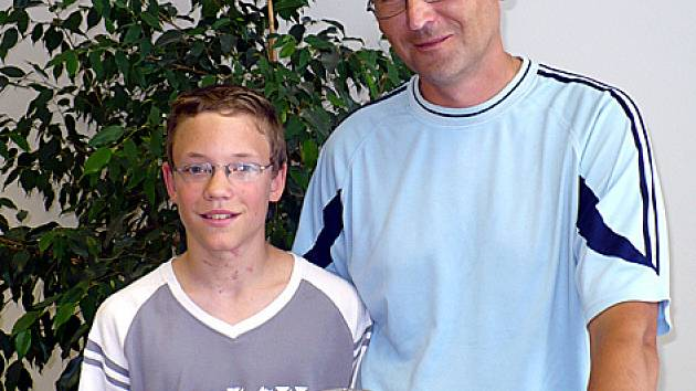 Vítěz 11. kola Tip ligy Tomáš Brhel s otcem Miroslavem.