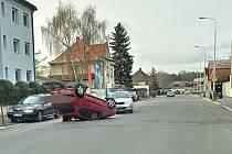 Nehoda v ulici Petra Bezruče před křižovatkou s ulicí Cyrila Boudy v Kladně.