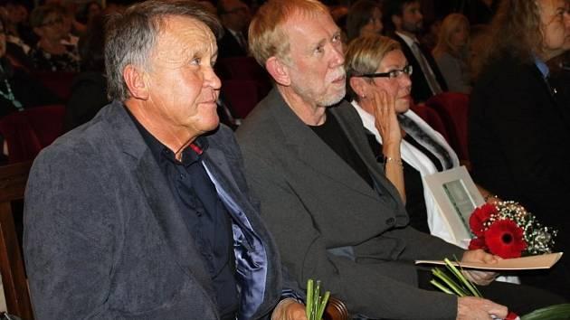 Ocenění významných osobností Slaného v městském divadle.