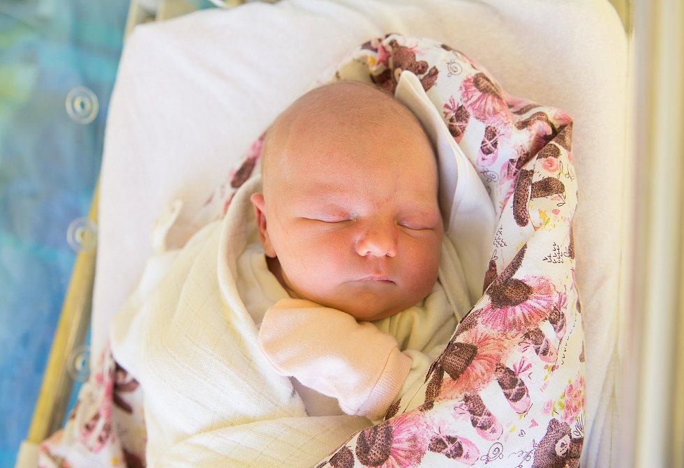 Eliška Dymáková se narodila 11. ledna 2021 v 20:30 hodin s váhou 3790 g a mírou 47 cm. S maminkou Marcelou, tatínkem Janem a bráškou Tobiášem (2 roky) bude holička bydlet v Klánovicích.