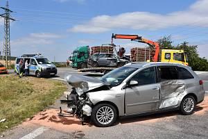 Nehoda se stala u nájezdu na dálnici D7 poblíž obce Stehelčeves.