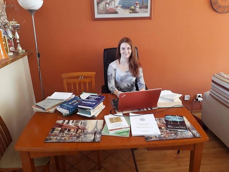 Středoškolská učitelka matematiky Babeta Kvapilová.