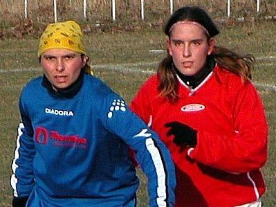 Ivana Vajcová (vpravo) určitě nepotěšila pražské Mochomůrky.