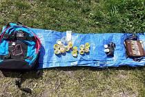 Dealer měl rostliny marihuany připraveny k prodeji v různých gramážích a obalech – například ve žlutých plastových kapslích z kindervajíček
