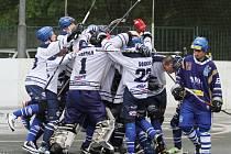 Radost z postupu do finále byla velká // Alpiq postupuje do finále! // HBC ALPIQ Kladno - HBT Vlašim (0:0, 0:1, 1:0 - 1:0), semifinále Ford Credit  EL hokejbalu.