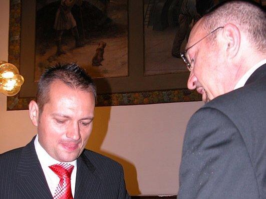 PREMIÉRA. Prvním párem, který v Kladně uzavřel registrované partnerství, byli Miloslav Sejkora a Pavel Sýkora. Učinili tak loni 1. července – první den, kdy to bylo možné.