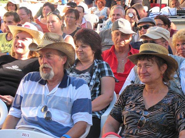 VKLADENSKÉ ZÁMECKÉ ZAHRADĚ se při sobotním festivalu návštěvníci dobře bavili.