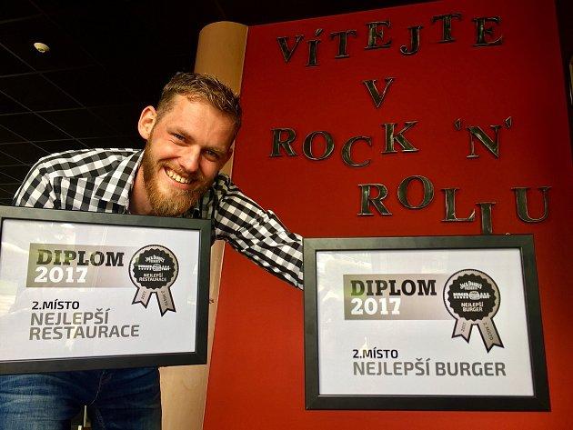 Sedmičlenný tým Kladeňáku přivezl domů hned dvě stříbra za nejlepší burgery. Na snímku manažer týmu Michal Muláček.