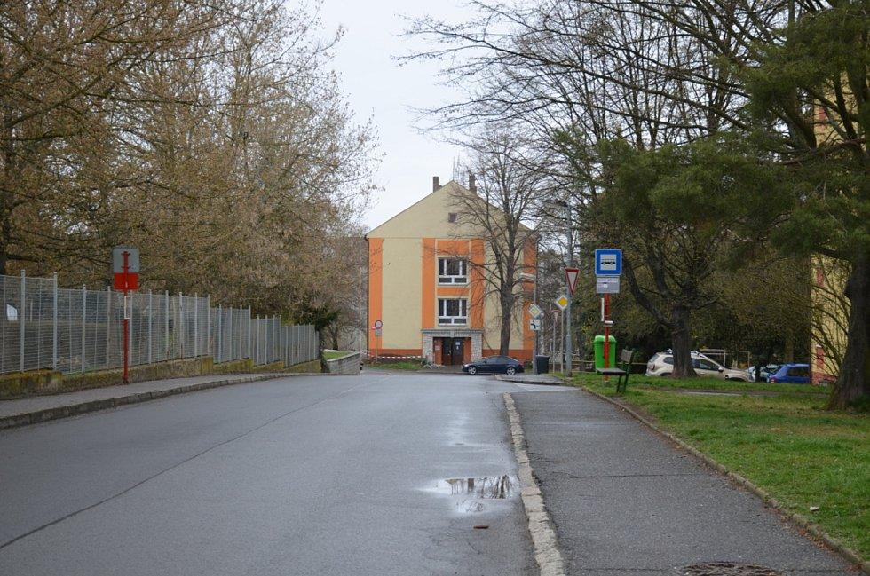 Zastávka v Mírové ulici ve Slaném.