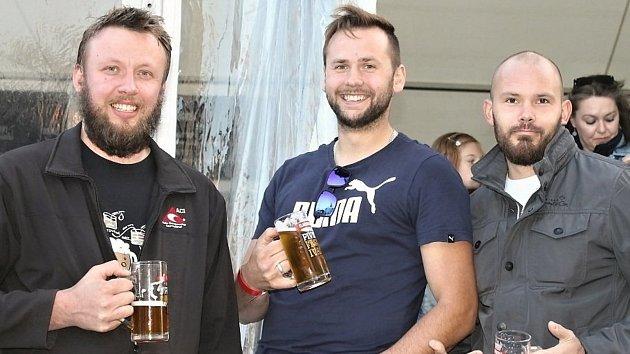 Kladenský pivní festival je svátkem piva, hudby i hokeje.