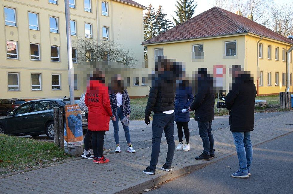 Areál Základní školy Moskevská v Kladně, kde v pondělí 30. listopadu 2020 žákyně deváté třídy vypadla z okna.