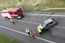 Nehoda kanionu a osobáku u čerpací stanice Shell u Slaného.